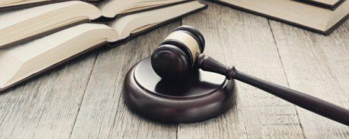 corte-martillo-libros-juicio-concepto-ley_144627-30452